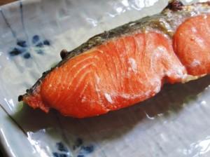 焦げ付かないフライパンで焼いた鮭